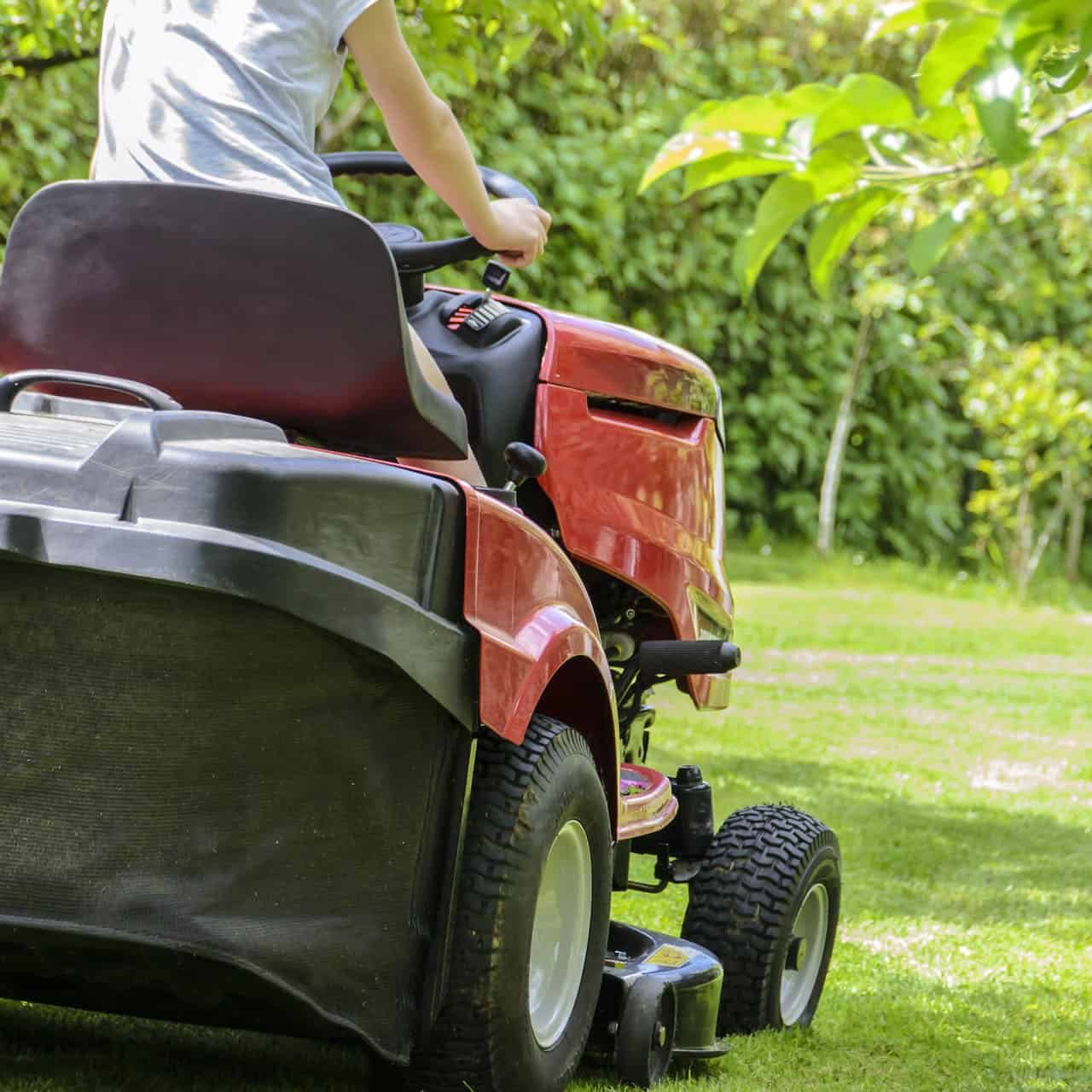 mowing-the-grass-1438159_1920 (1)